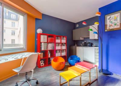 Décoration colorée de bureaux EAD à Neuilly, par Béatrice Elisabeth, Décoratrice UFDI à Neuilly 92