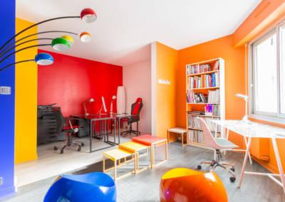 Décoration colorée de bureaux EAD à Neuilly, par Béatrice Elisabeth, Décoratrice UFDI à Neuilly et Paris : vue d'ensemble