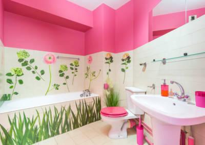 Décoration colorée de bureaux EAD par Béatrice Elisabeth, Décoratrice UFDI à Neuilly et Paris : une salle de bain rose