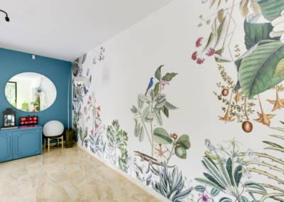 Décoration Maison à Marne la Coquette - La salon et son panoramique floral 2, par Béatrice Elisabeth, Décoratrice UFDI à Neuilly et Paris