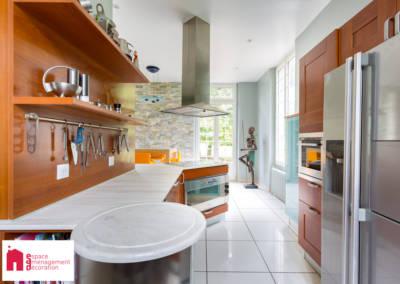 Décoration d'une maison à Garches - La cuisine - zone de travail, par Béatrice Elisabeth, Décoratrice UFDI à Neuilly et Paris