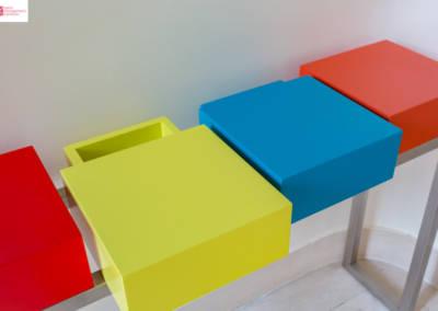 Décoration d'une maison à Garches - L'entrée et son meuble multicolore, par Béatrice Elisabeth, Décoratrice UFDI à Neuilly et Paris