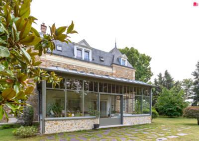 Décoration d'une maison à Garches - Vue de l'extérieur, par Béatrice Elisabeth, Décoratrice UFDI à Neuilly et Paris