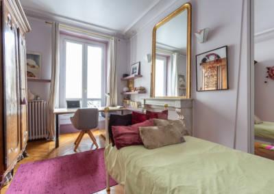 Décoration et suivi de chantier d'un appartement familial à Paris 17- Chambre d'Hanna avec bureau, par Béatrice Elisabeth, Décoratrice UFDI à Neuilly et Paris