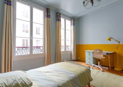 Décoration et suivi de chantier d'un appartement familial à Paris 17- Chambre de Jules, le bureau jaune, par Béatrice Elisabeth, Décoratrice UFDI à Neuilly et Paris