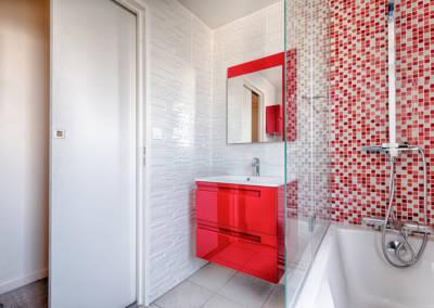 Rénovation appartement Paris 19ème - La salle de bain - Coté porte coulissante, par Béatrice Elisabeth, Décoratrice UFDI à Neuilly et Paris