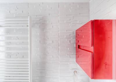 Rénovation appartement Paris 19ème - La salle de bain - Mur blanc effet briquettes décalées, par Béatrice Elisabeth, Décoratrice UFDI à Neuilly et Paris