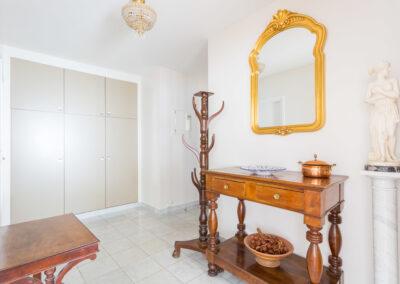 Remise en beauté appartement à Neuilly - Un petit salon lumineux, par Béatrice Elisabeth, Décoratrice UFDI à Neuilly et Paris