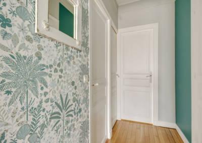 Visite conseil en décoration à Sartrouville - Le couloir et ses portes allégées, par Béatrice Elisabeth, Décoratrice UFDI à Neuilly et Paris