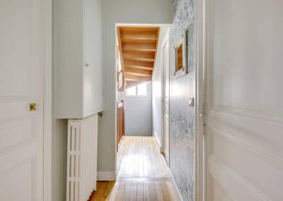 Visite conseil en décoration à Sartrouville - Le couloir frais et lumineux, par Béatrice Elisabeth, Décoratrice UFDI à Neuilly et Paris