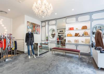 Décoration d'une boutique de chaussures à Issy les moulinaux par Béatrice Elisabeth, Décoratrice UFDI à Neuilly : vue d'ensemble de l'accueil