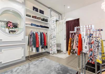 Décoration d'une boutique de chaussures à Issy les moulinaux par Béatrice Elisabeth, Décoratrice UFDI à Neuilly : Cabine d'essayage La Parisienne ouverte