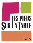les pieds sur la table