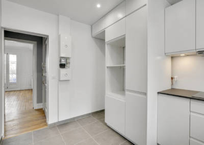 Rénovation appartement à Courbevoie - La cuisine et la colonne électromenager, par Béatrice Elisabeth, Décoratrice UFDI à Neuilly et Paris