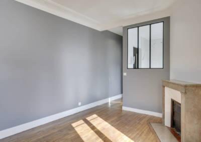Rénovation appartement à Courbevoie - Murs gris clair dans le salon, par Béatrice Elisabeth, Décoratrice UFDI à Neuilly et Paris