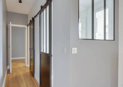Rénovation appartement à Courbevoie - Portes coulissantes verrière pour coin bureau, par Béatrice Elisabeth, Décoratrice UFDI à Neuilly et Paris