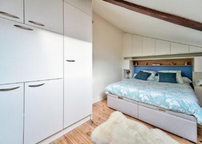 Décoration Appartement à Suresnes - Etage - La chambre et ses rangements optimisés - gros plan, par Béatrice Elisabeth, Décoratrice UFDI à Neuilly et Paris