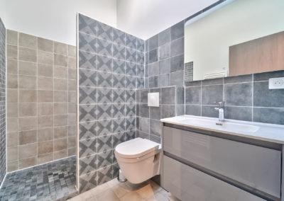 Espace de Formation Paris 12 - La salle de bain avec douche, par Béatrice Elisabeth, Décoratrice UFDI à Neuilly et Paris