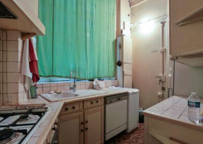 Appartement de style à Paris 7ème - La cuisine coin evier et cuison avant travaux, par Béatrice Elisabeth, Décoratrice UFDI à Neuilly et Paris