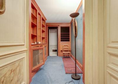 Appartement de style à Paris 7ème - Le dressing avant travaux, par Béatrice Elisabeth, Décoratrice UFDI à Neuilly et Paris