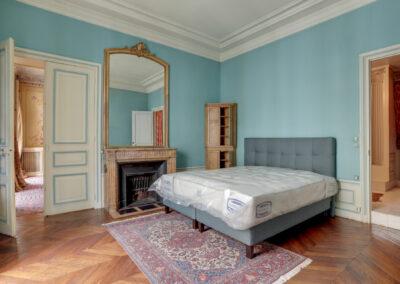 Appartement de style à Paris 7ème - la chambre avant travaux, par Béatrice Elisabeth, Décoratrice UFDI à Neuilly et Paris