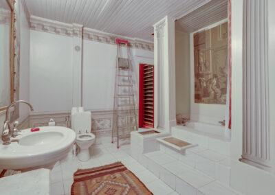 Appartement de style à Paris 7ème - la salle de bain avant travaux, par Béatrice Elisabeth, Décoratrice UFDI à Neuilly et Paris