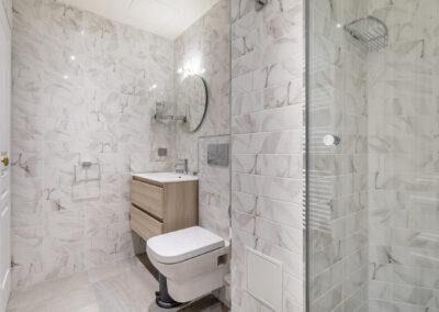 Appartement de style haussmannien à Paris 7ème - La salle de bain de la chambre Invité, par Béatrice Elisabeth, Décoratrice UFDI à Neuilly et Paris