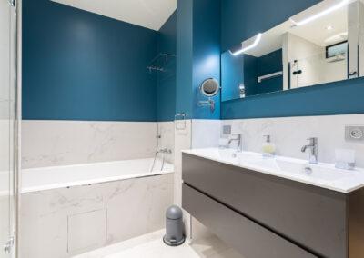 Appartement de style haussmannien à Paris 7ème - La salle de bain de la chambre Master, par Béatrice Elisabeth, Décoratrice UFDI à Neuilly et Paris