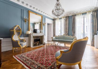 Appartement de style haussmannien à Paris 7ème - Le grand salon style Versaille très lumineux, par Béatrice Elisabeth, Décoratrice UFDI à Neuilly et Paris