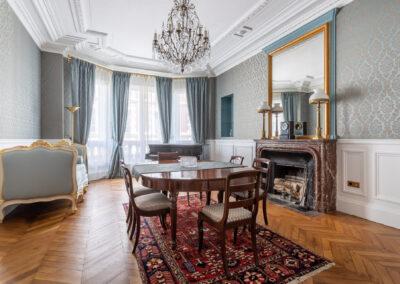 Appartement de style haussmannien à Paris 7ème - Le salon piano et salle à manger, par Béatrice Elisabeth, Décoratrice UFDI à Neuilly et Paris