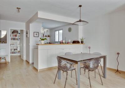 Rénovation d'un appartement à Courbevoie - La cuisine ouverte sur la salle à manger, par Béatrice Elisabeth, Décoratrice UFDI à Neuilly et Paris